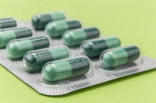 О лечении глистов у кур и бройлеров (лекарства пиперазин, пирантел: дозировка)