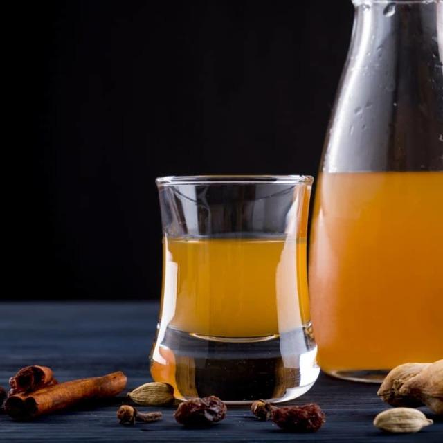 О продуктах из меда: можно ли в готовую бражку положить мед растворенный