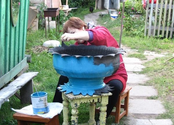 О клумбах из покрышек и шин своими руками: как вывернуть, разрезать и покрасить