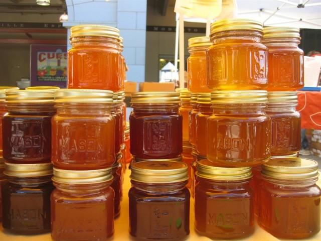 О меде с пасеки: кто покупает и какой спрос, сбыт меда, куда и почем можно сдать