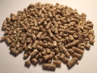 О гранулированных кормах для кроликов: состав, как сделать своими руками